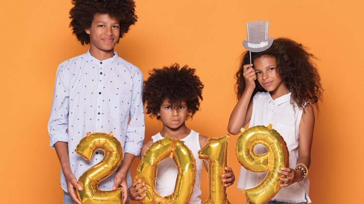 Kids holding 2019 balloons